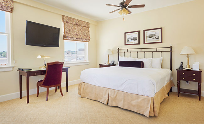 Hotel_Settles_Guest_Room_Heritage_4